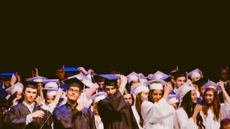 Учители и свещеници без такси за университет