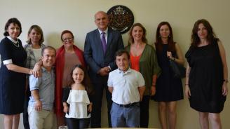 Министър Петков се срещна с ръководството на фондация АЛПЕ Ахондроплазия