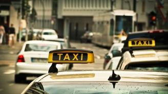 Мъж счупи носа на туристка, за да влезе преди нея в такси