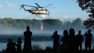 Военни самолети и хеликоптери се включват с борбата с пожарите в Сибир