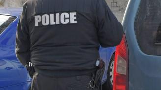 Тийнейджър удари полицай при проверка за наркотици