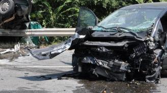 Лека кола и микробус се удариха челно в Пловдивско, петима са ранени