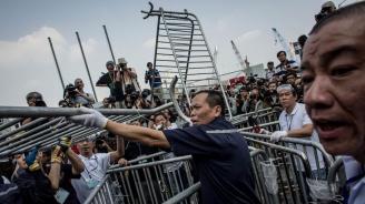 Полицията употреби сълзотворен газ срещу демонстранти в Хонконг