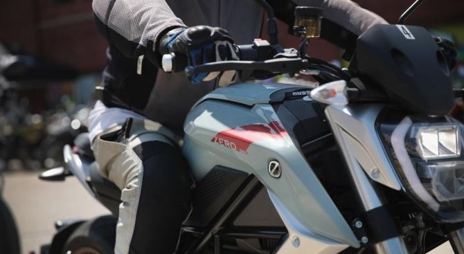 24-годишен моторист е задържан за бягство от полицейска проверка и