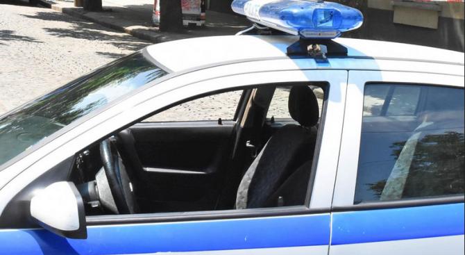 Тийнейджър наряза гумите и брезента на товарен бус в Ракитово
