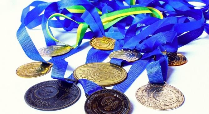 Два сребърни медала спечелиха български ученици на Международната олимпиада по
