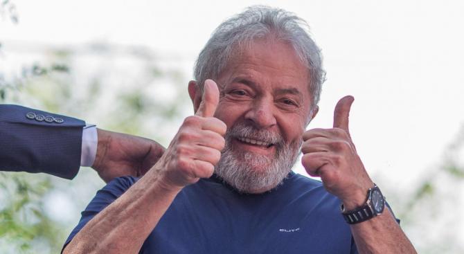 Бразилският Върховен съд спря прехвърлянето на бившия президент Лула в затвор