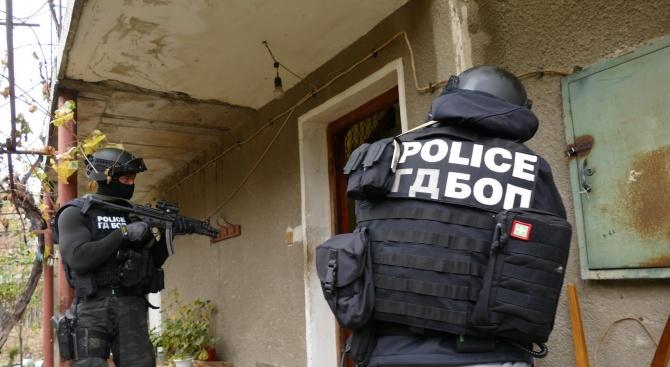 Вмомента тече мащабна акция на прокуратурата и полицията на територията