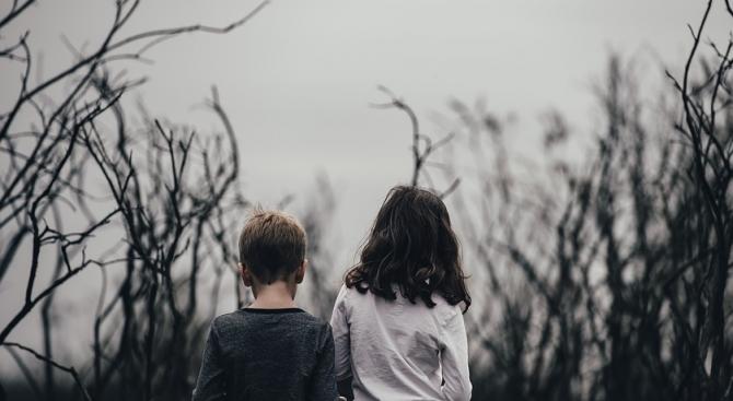 Лицемерен е плачът у нас за сиротните деца