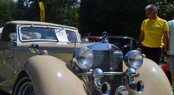 Първият ретро парад в Добрич показва близо 100 превозни средства