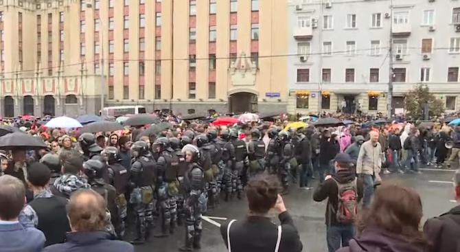 Хиляди руски граждани се събраха в Москва за трета поредна