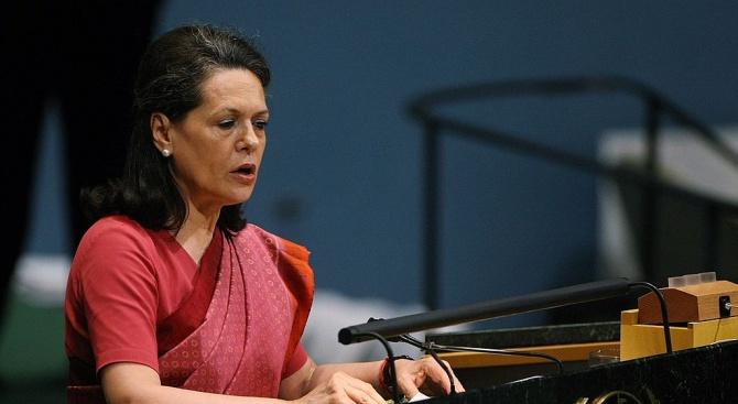Соня Ганди застана отново начело на опозиционната партия Индийски национален