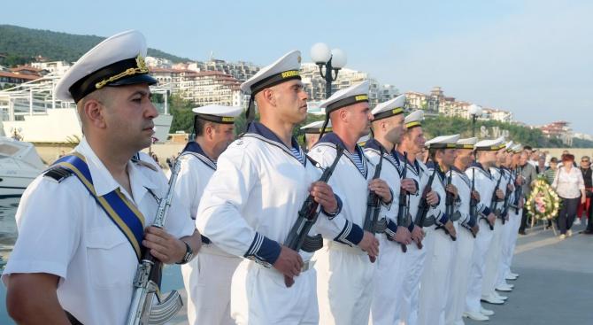 Във Военноморските силивлизат 16 млади офицери