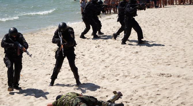 Командоси на плажа шашнаха туристите във Варна
