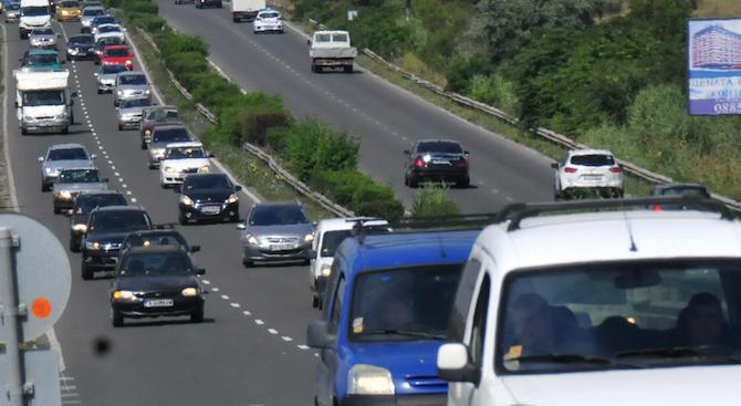 """Трафикът в посока София по автомагистралите """"Хемус"""" и """"Тракия"""" вече"""