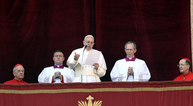 Папа Франциск призова днес правителствата по света да защитават цивилните