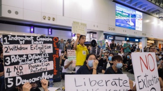 Над 100 полета бяха отменени в Хонконг, очаква се обща стачка
