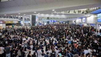 Над 200 полета са отменени на летището в Хонконг заради антиправителствена стачка