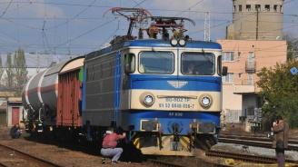 Влак дерайлира след сблъсък с камион между гарите Левски - Троян
