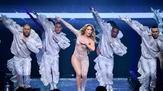 Дженифър Лопес разцепи костюм по време на концерт в Москва