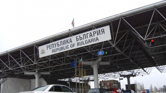 България отрече публикации в чужди медии, че граничните ни полицаи малтретират бежанци