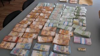 Откриха 400 000 евро, 150 000 лева и 3 кг злато в тайник при спецакция в Разградско