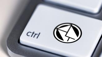 Фалшиви имейли от банки призовават клиентите да сменят паролите си