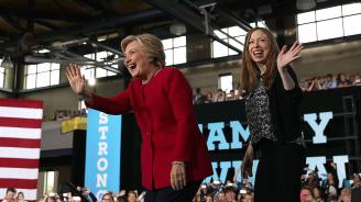 """Хилари и Челси Клинтън са написали """"Книга за храбрите жени"""""""