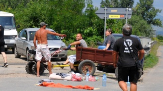 """Пътят Сливен - Ямбол в района на Крушаре вече шести ден е блокиран заради протест""""Курбан по време на чума"""""""