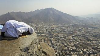 Над два милиона мюсюлмани започват годишното поклонение в Мека