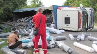 Камион се обърна на пътя Русе - Бяла, шофьорът бил пиян