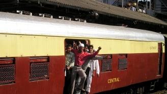 Пакистан прекъсва последната жп връзка с Индия заради спора за Кашмир