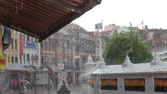 Десетки загинали и стотици хиляди евакуирани при наводнения в мусонния сезон в Индия