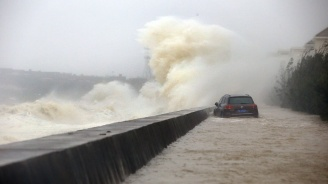 Тайфунът Лекима удари Източен Китай, има загинали