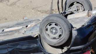 Пиян шофьор обърна кола по таван на пътя Асеновград - Смолян