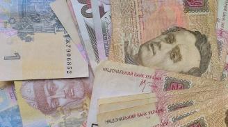 Украинци поискаха в петиция до Зеленски доларът да стане национална валута на Украйна