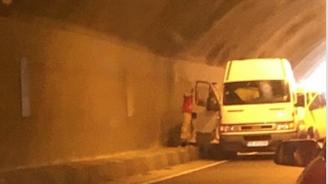 """Катастрофа затруднява движението през тунел """"Железница"""""""