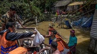 Мусоните в Индия отнеха живота на близо 100 души