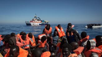 """Хуманитарният кораб """"Оушън вайкинг"""" прибра днес още 81 мигранти и вече има 251 на борда"""
