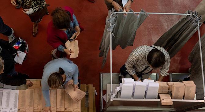 Алберто Фернандес води на първичните избори преди президентските избори в Аржентина