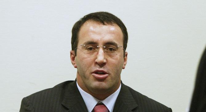 Запис как косовският премиер в оставка Рамуш Харадинай е стрелял