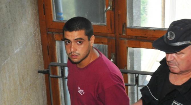 Домашен арест за вандал от Средец, потрошил с брадва социален център