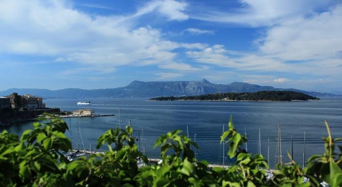 Български туристи блокирани на остров Самотраки заради спрени фериботи