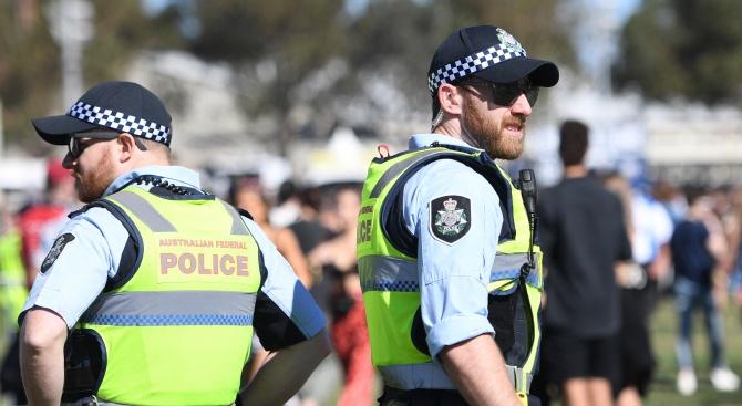 """Арестуваха мъж в Сидни, викал """"Аллаху акбар"""" и ръгал с нож"""