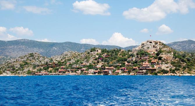 Задържаха заподозрян за пожара на турския остров Мармара, има 30 пострадали