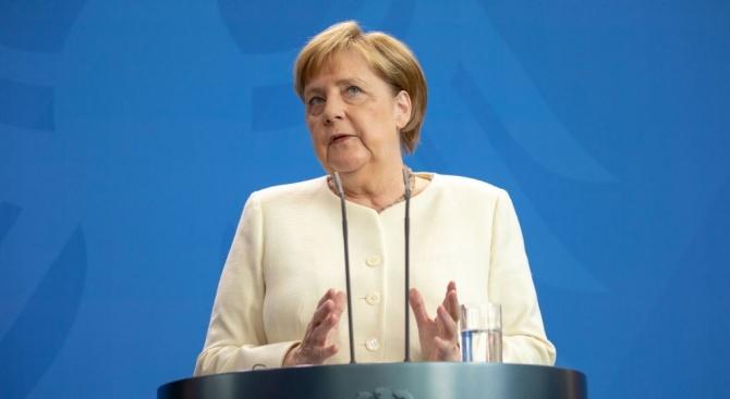 Меркел се надява в учебниците да пише за нея: Опита се!