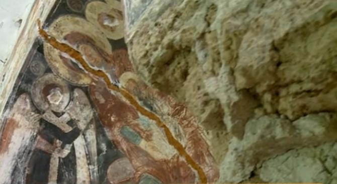 """Манастирът """"Свети Архангел Михаил"""", построена през XII век е оставен"""
