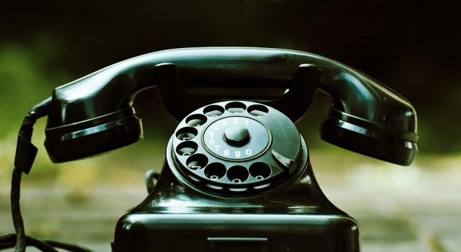 Дядо метна 5 бона през терасата, помагал в борбата с телефонните измами