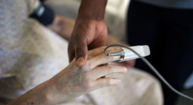 75-годишна жена е блъсната от лек автомобил в село Кичево.