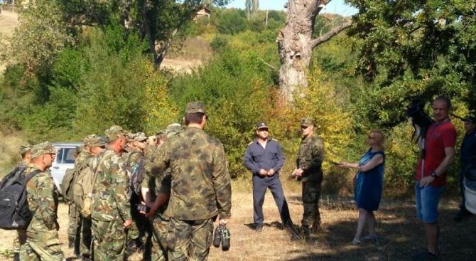 Втори ден военнослужещи  оказват помощ при пожара в Хасковско